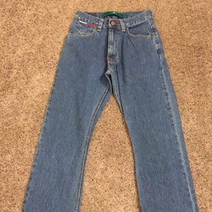 TOMMY HILFIGER MENS STRAIGHT FIT DENIM JEANS 28w